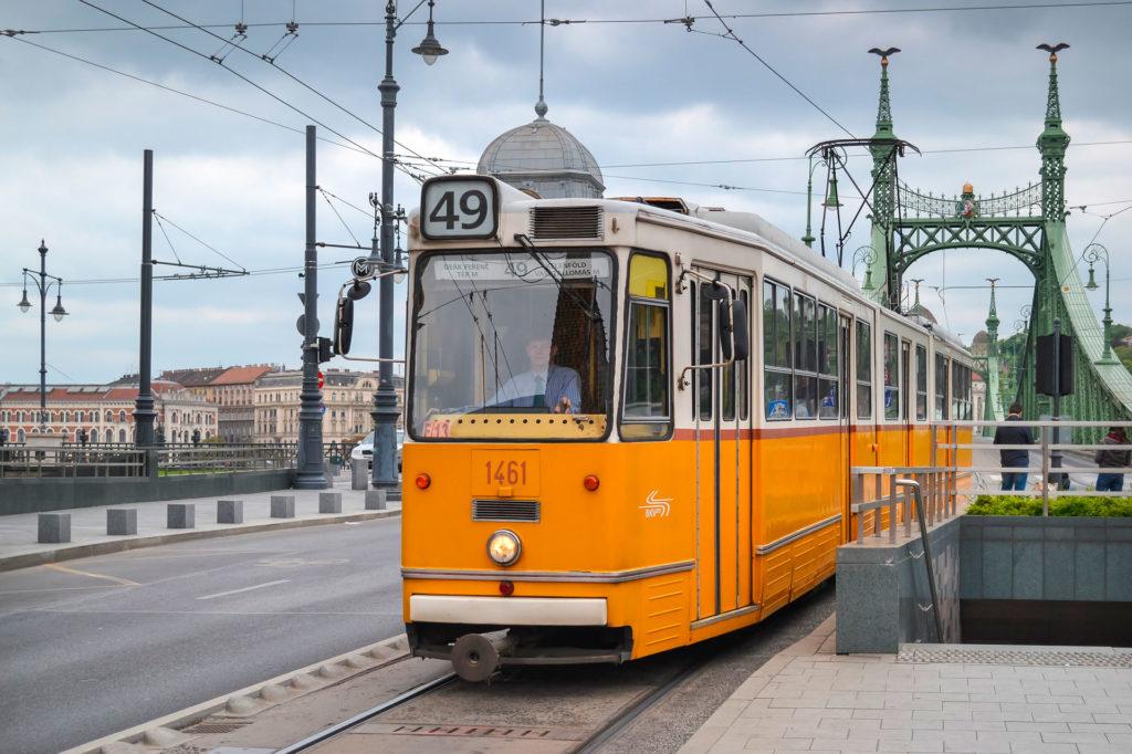 Средняя зарплата в Будапеште Венгрия