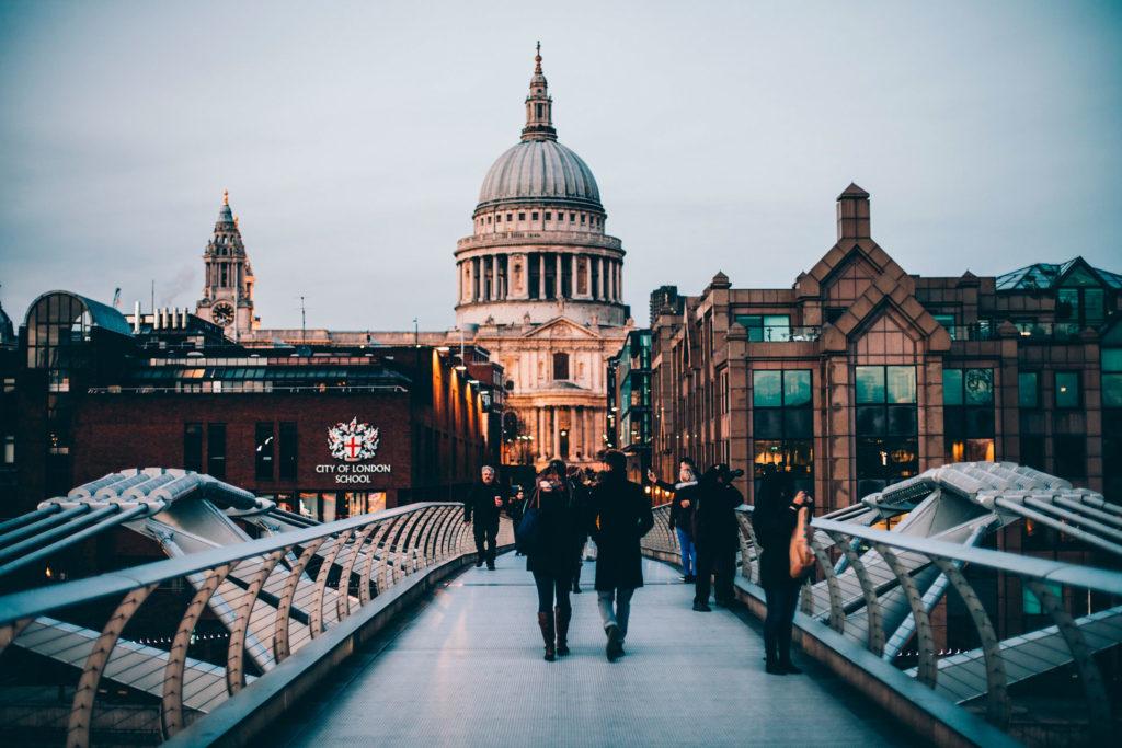 Средняя зарплата в Лондоне Великобритания