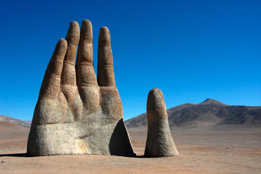 Рука в пустыни Чили