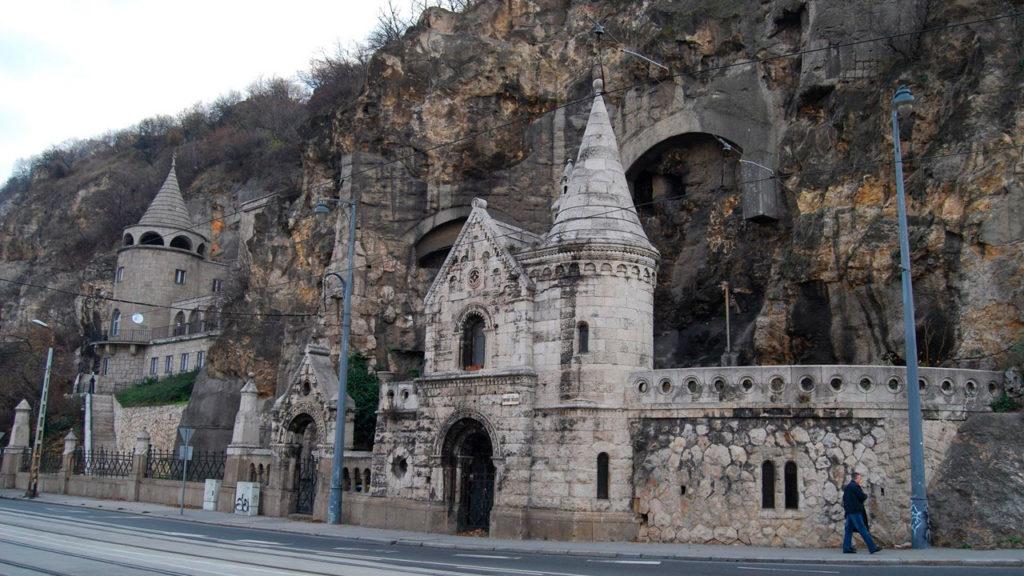 Пещернаяцерковь внутриГеллерт-Хилл