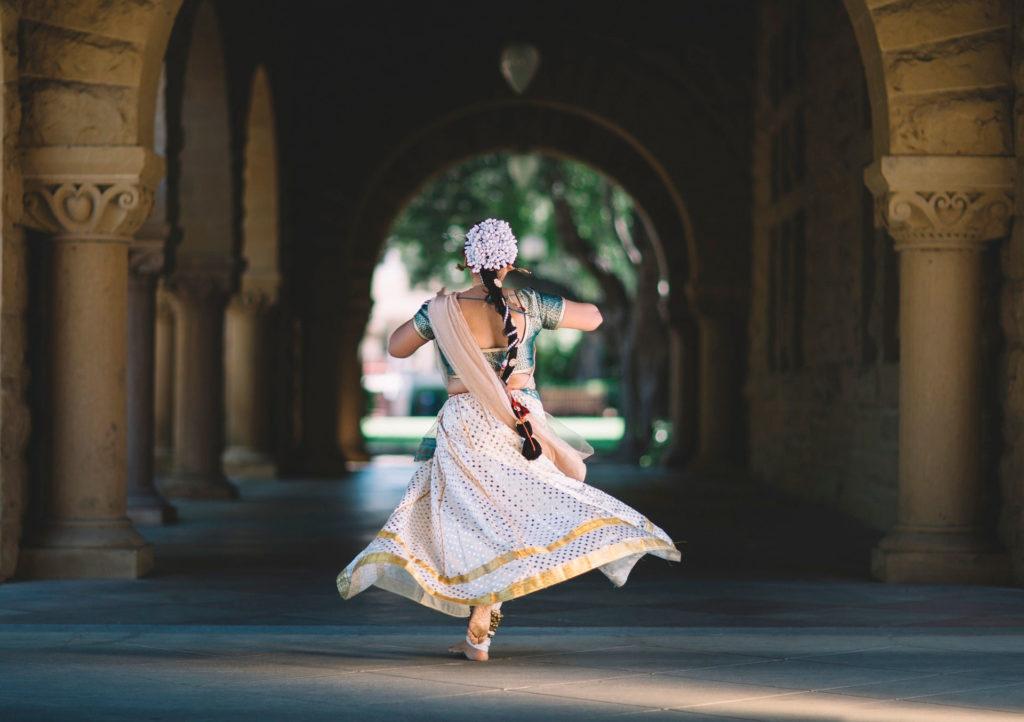 Индия танцы на улице