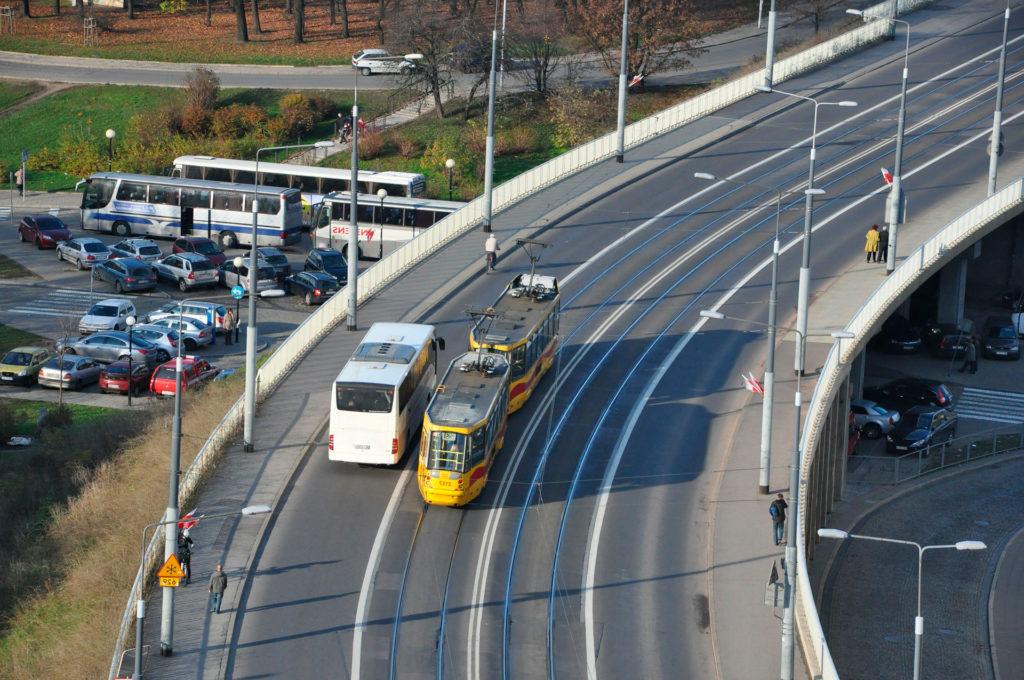 Из аэропорт ВаршавыМодлинв центр города по прямому автобусу