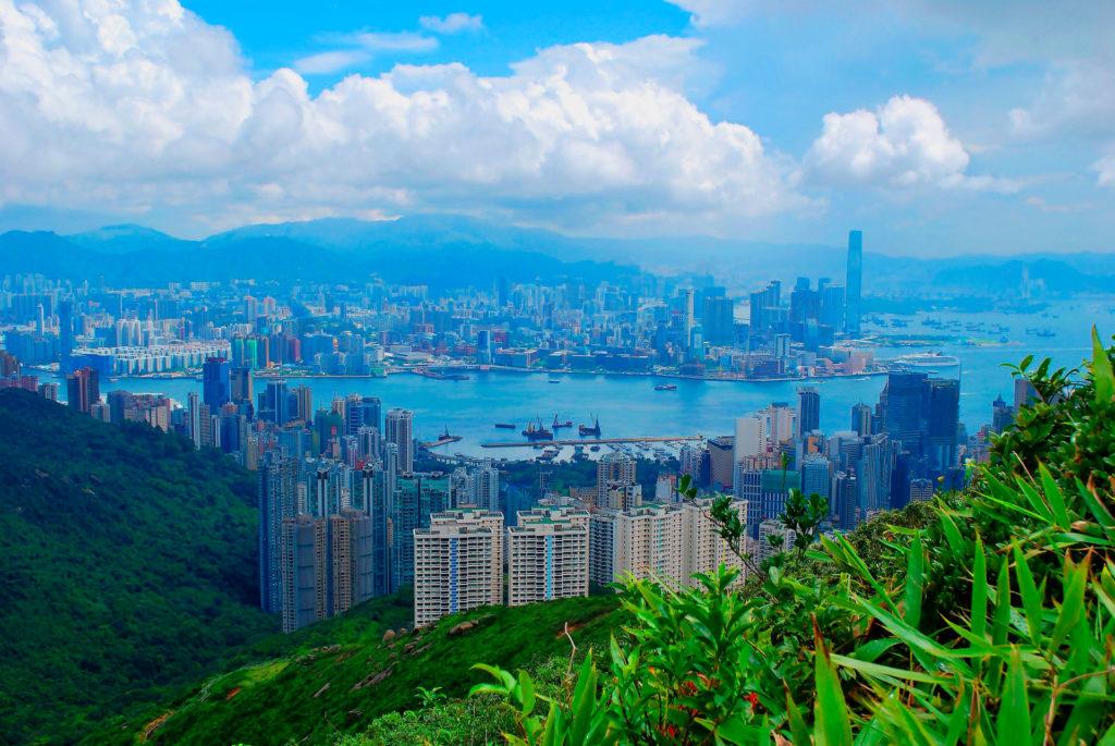 Средняя зарплата в Гонконге