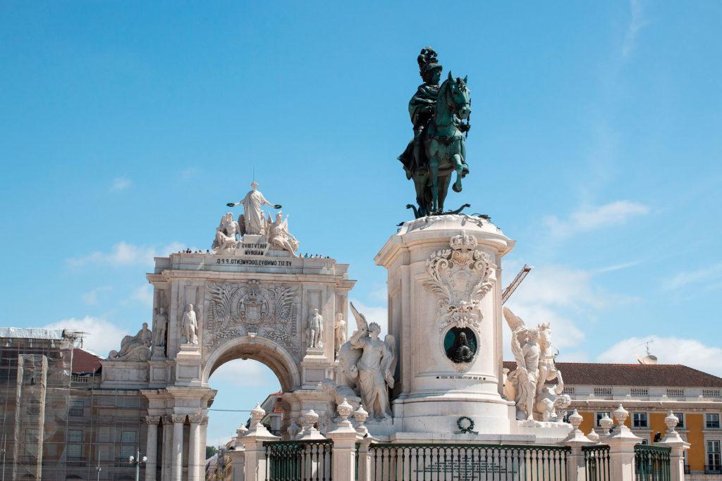 Средняя зарплата в Португалии