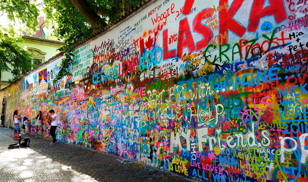 Стена Джона Леннона в Праге