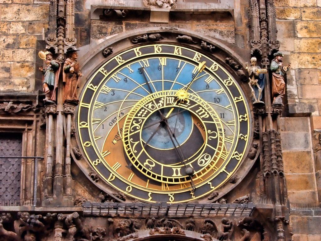 Понаблюдайте за закатом в Астрономической часовой башни
