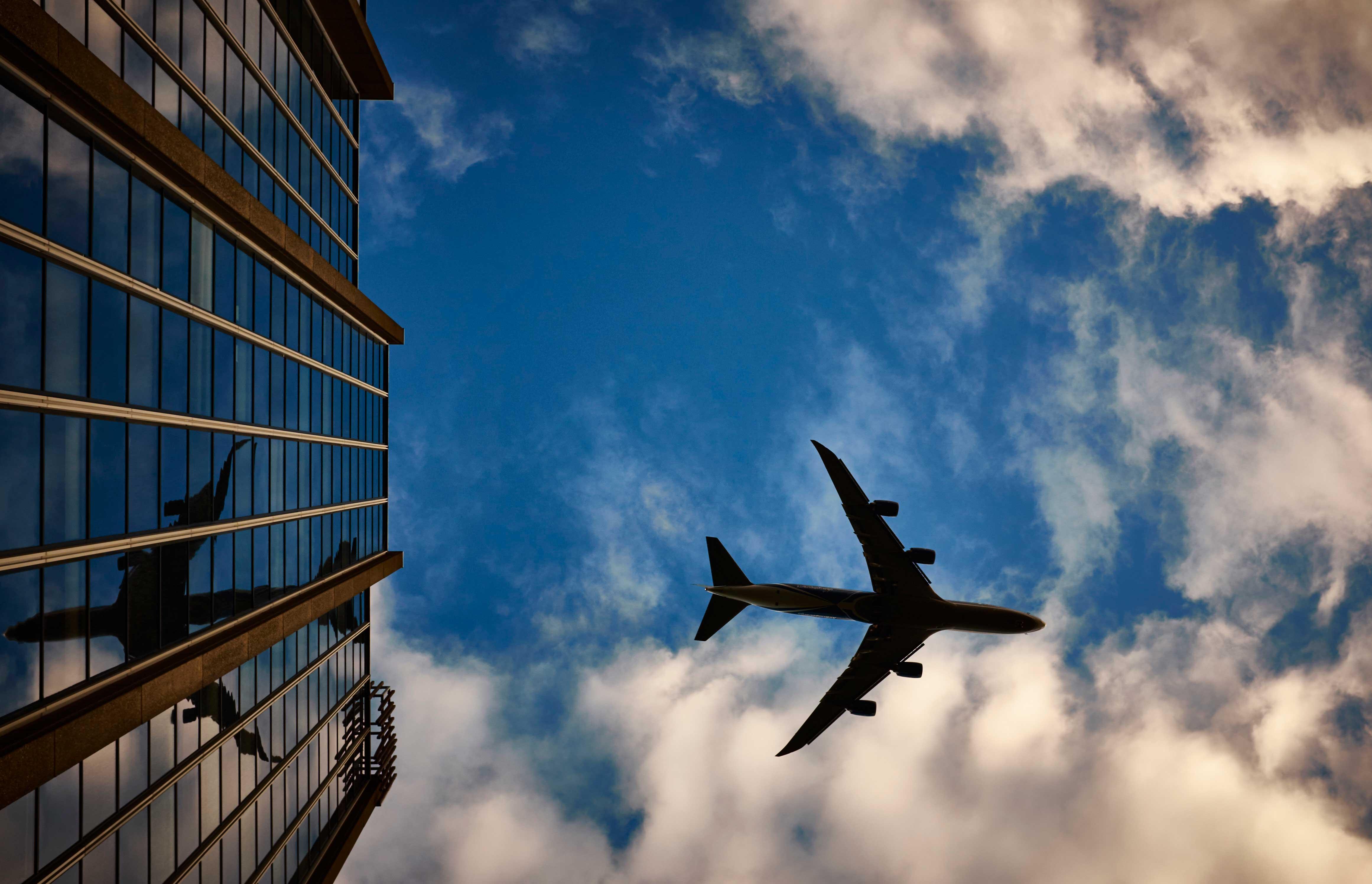 Как стать бортпроводником и путешествовать по всему миру ?